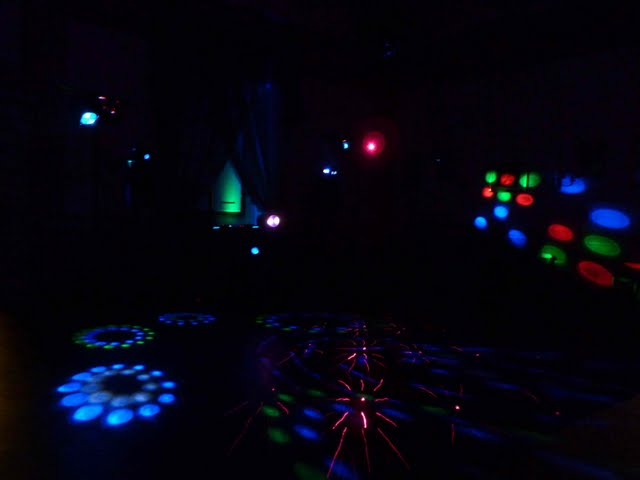 dj service set up laser lights at villa Corsini