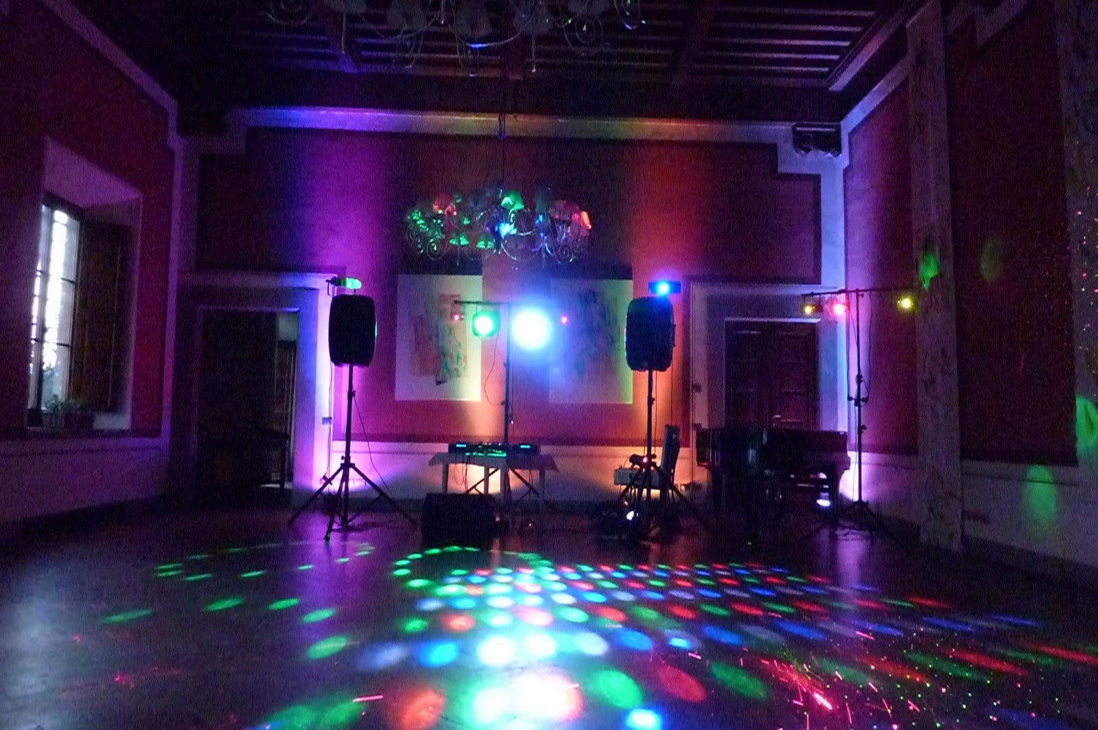 Wedding Disco Party At Gabbiano Castle In Tuscany.Wedding Dj And Disco For  Your Party In Italy @ Firenze,Siena,Pisa,Chianti,Lucca