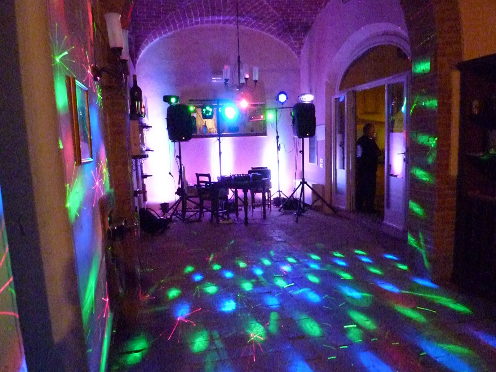wedding dj Firenze | Mobile dj and Mobile Disco for your party in