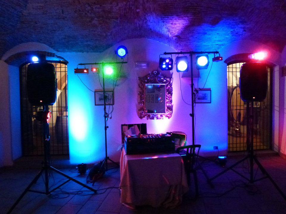 ... Professional Wedding Dj / Club Dj / For Weddings And Corporate Events  In Tuscany,Firenze,Siena,Lucca,Pisa,Chianti. Nice And Colorful Lighting Set  Up.